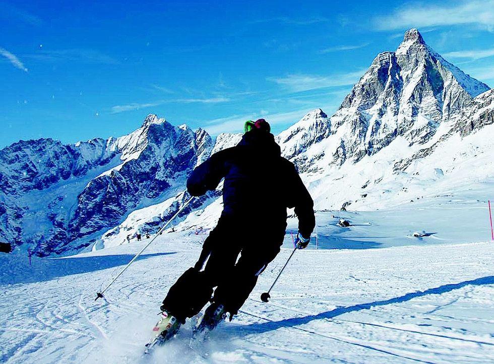 Inverno fermo al palo per sciatori e funivie