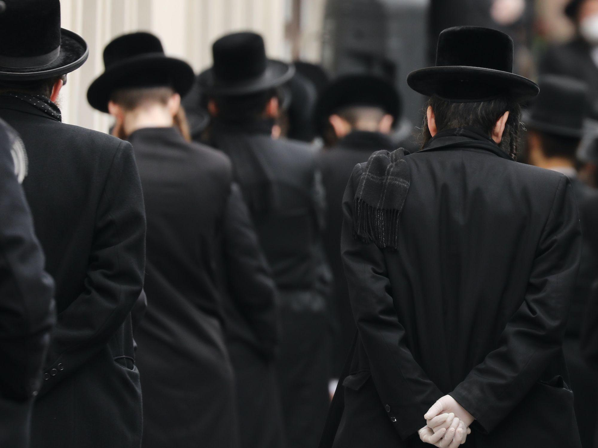 Rabbi who pushed Brooklyn's Jewish community to follow 'draconian' coronavirus lockdown rules dies of COVID-19