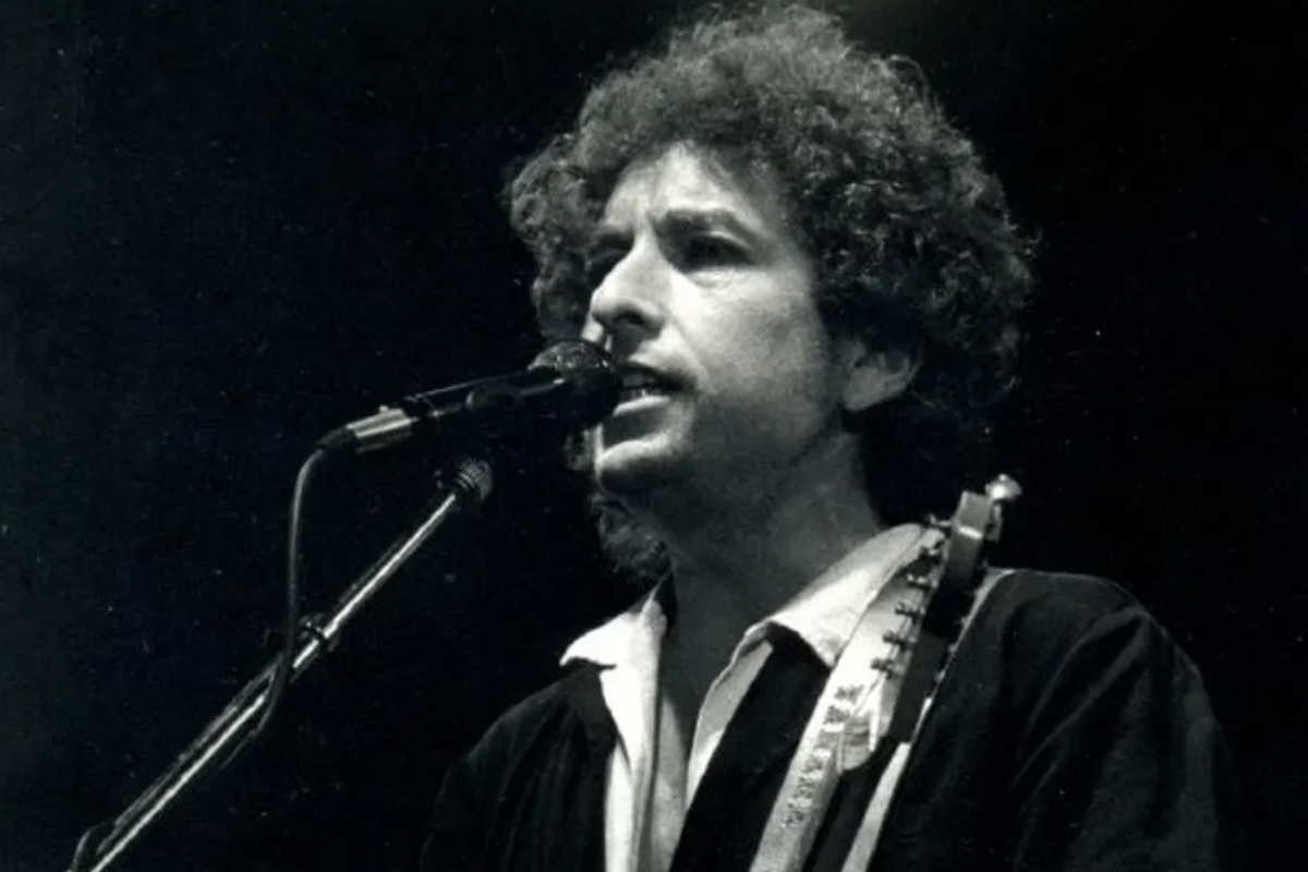 Bob Dylan's newly discovered  lost letters from the 1970's reveal his views on anti-Semitism