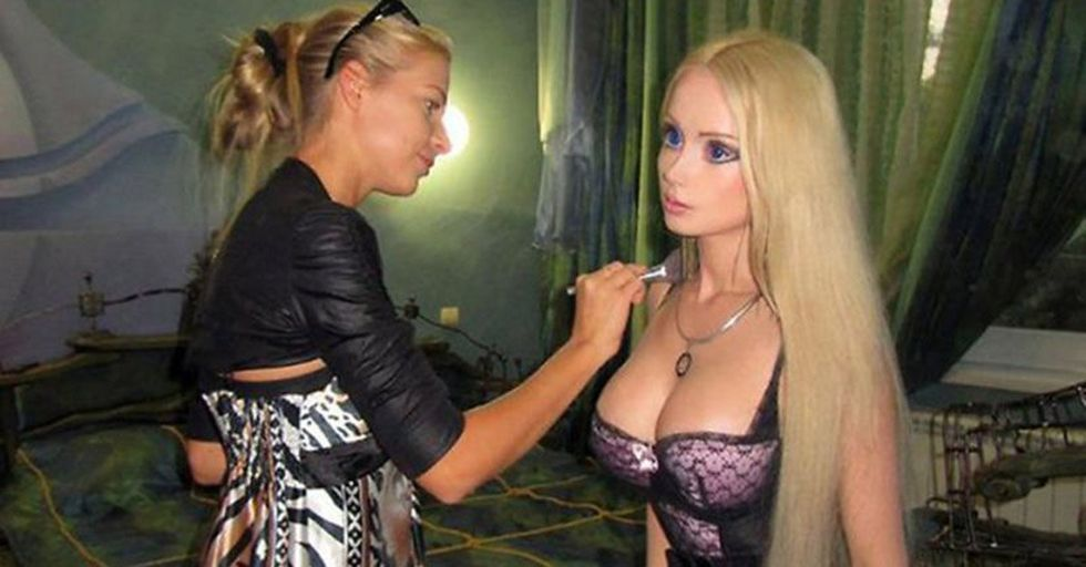 The Woman Who Tries to Look Exactly Like a Barbie Doll Posted Pics Without Makeup