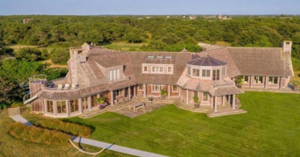 Barack and Michelle Obama Buying Mega-Mansion in Martha's Vineyard