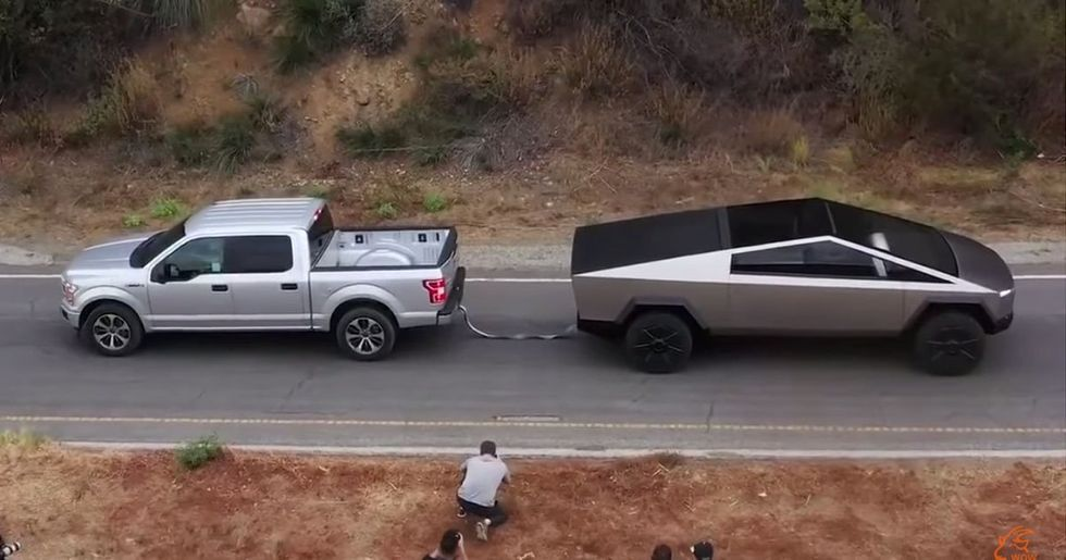 Tesla Cybertruck Plays Tug of War With a Ford F-150
