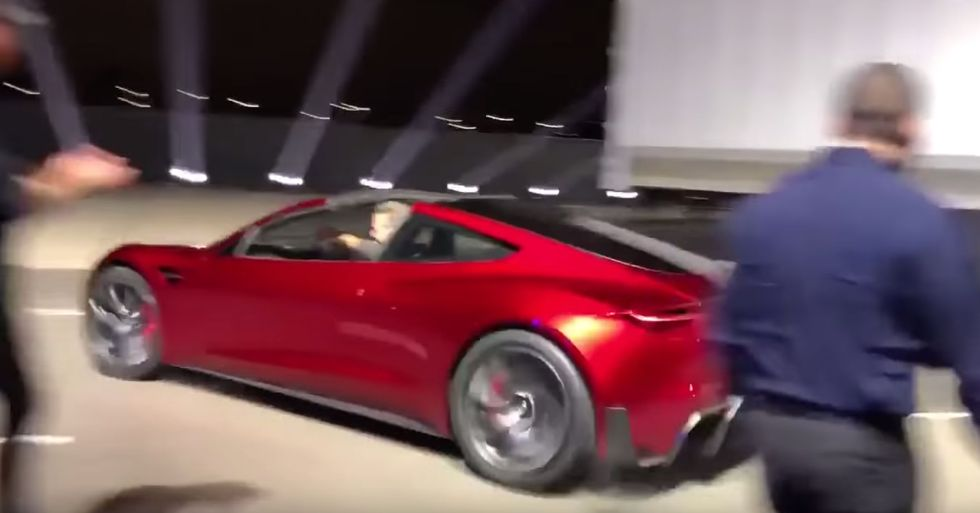 New Tesla Roadster Accelerates so Quickly It Almost Looks Fake