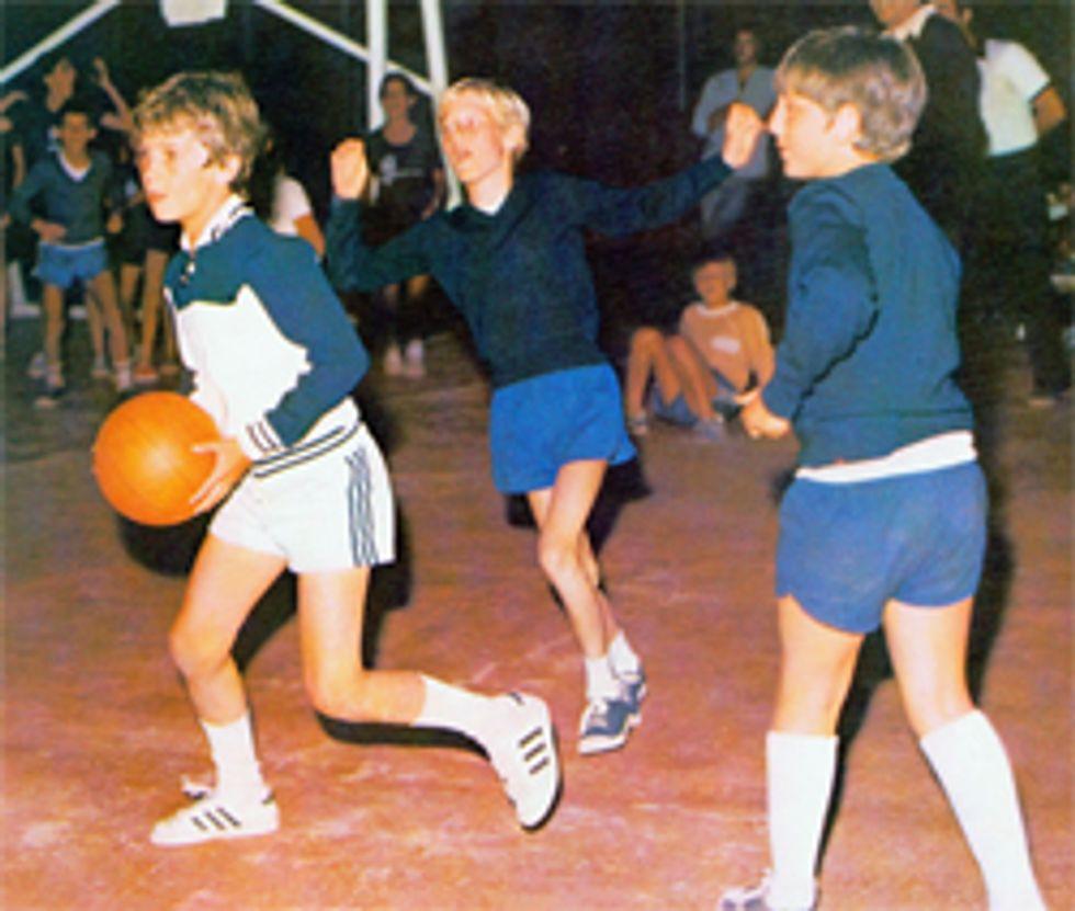 Jugando al basquetbol!