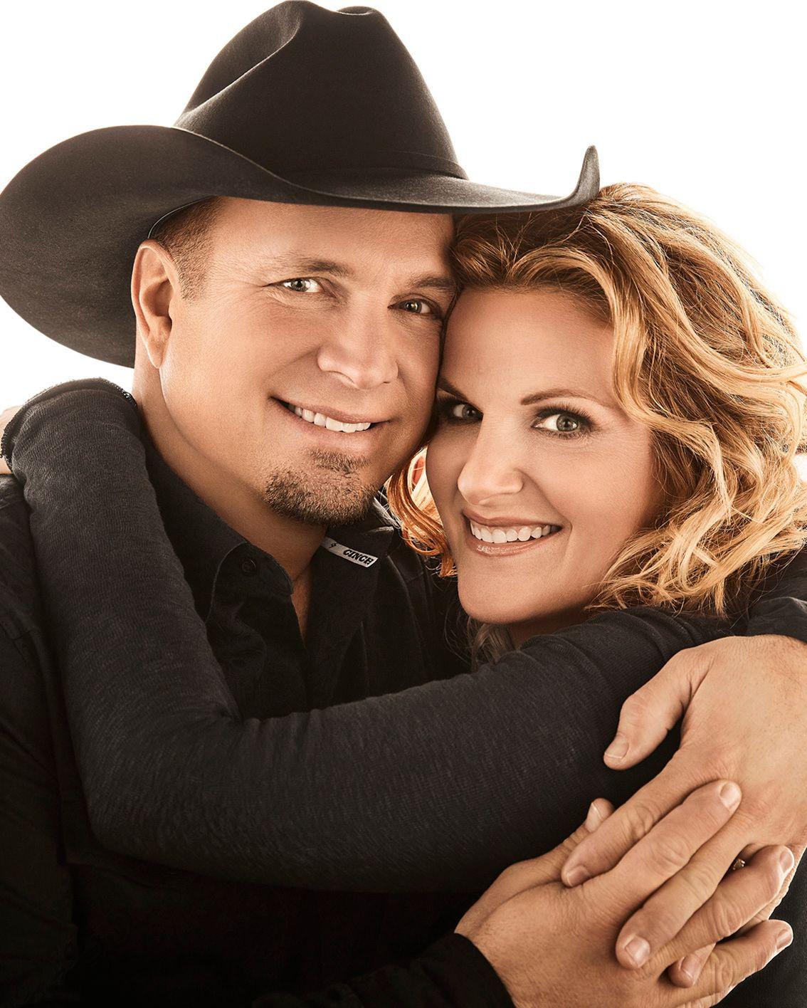 Garth Brooks and Trisha Yearwood embracing