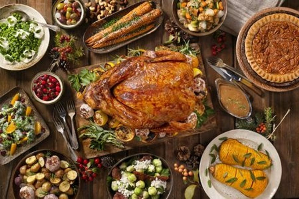 Here's The Best Way To Eat Your Food On Thanksgiving To Make Sure You Have Enough Room To Taste Everything