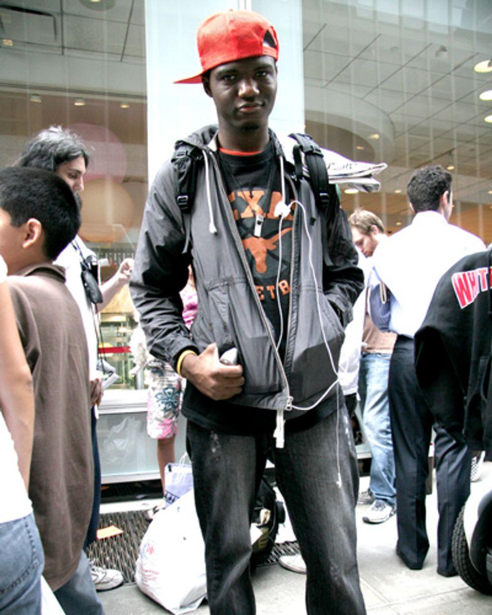 Street Stalk: Tek-geeks Explain iPhone Mania at the Midtown Apple Store Pt. 2