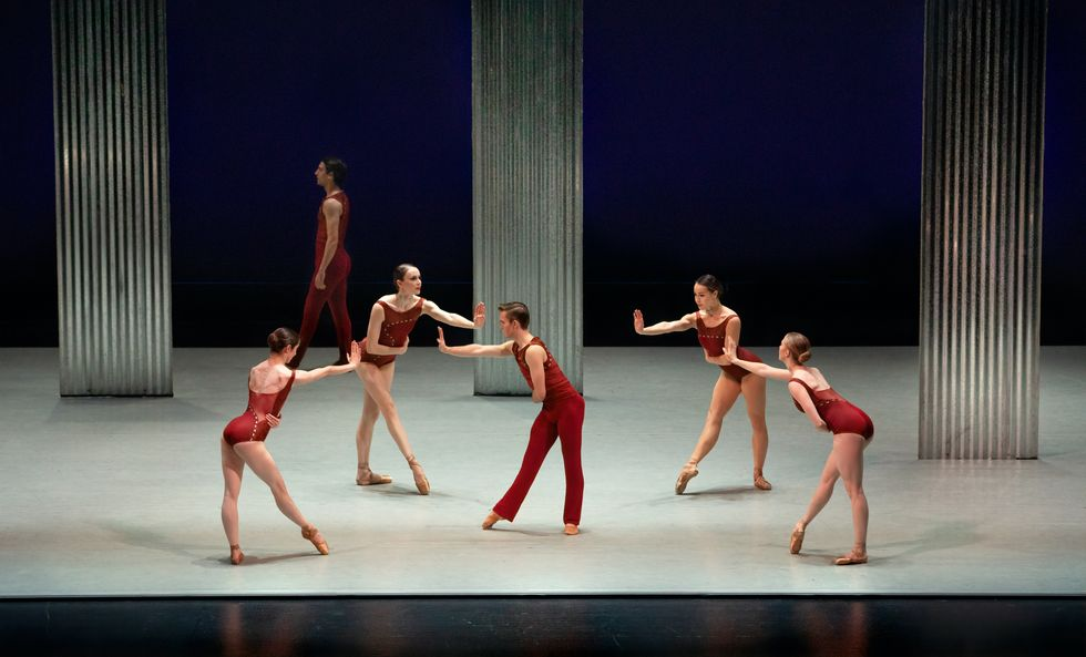 Four women, in deep red leotards and pointe shoes, encircle a male dancer also dressed in red. 27 Models Who Established Themselves As Actors In Bollywood B-Movie Cheesecake at Brian's Drive-in Theater contains photos, biography information, and more on actresses Joan Bennett, Evelyn Ankers, Martine Beswick, Yvonne Craig, Gloria Grahame, Beverly Garland, and more than 100 other B-movie actresses. Will Kemp Shirtless, Gay or Girlfriend, Model and Ballet Dancer Turned Actor.Anyone of you watching or watched Spinning Out? A true triple-threat, Emmy Award-winner Julianne Hough is known to audiences around the world for her success in the worlds of film, television and music. Jenna grew up in Grapevine, Texas and ... Born in East Los Angeles, California. Since her early reign, Alyson has ... Paul McGill was born as Paul Edwin Genisius McGill III. It's mandatory for every member of the crowd to … She was born on December 3, 1980 in Hartford, Connecticut, to Nancy (Bursch) and Darryll Dewan. But we got it. Fortunately,... Jenna Dewan is an actress, former model, and dancer. dancers-mette-towley-dytto-mela-murder-Lemon-the-florida-project-Instagram.