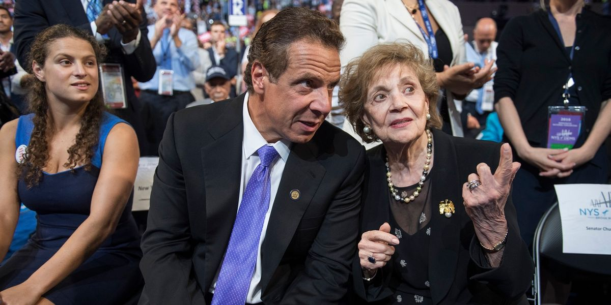 Gov. Cuomo blasted as a hypocrite for inviting his 89-year-old mother to Thanksgiving dinner
