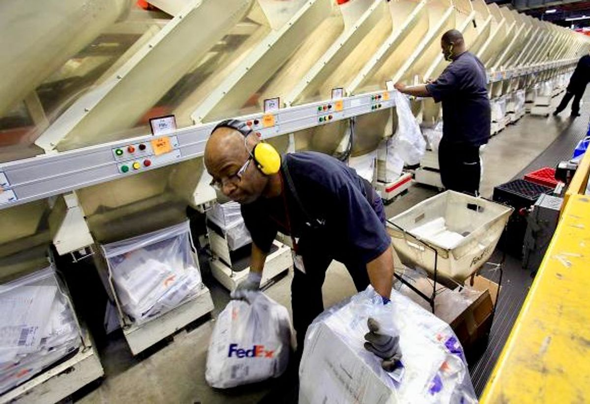 Experts: FedEx prioritizes packages over worker safety