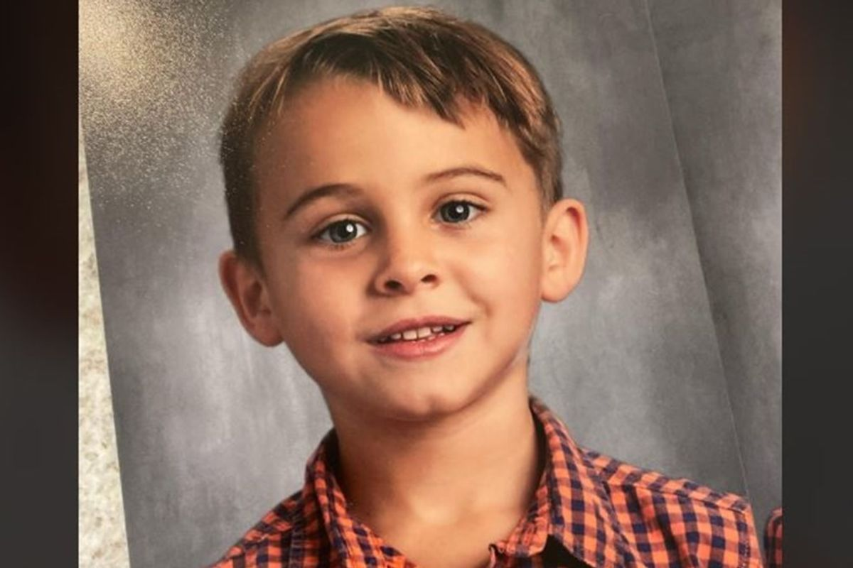 A mother's hilarious kindergarten photo fail pretty much sums up 2020