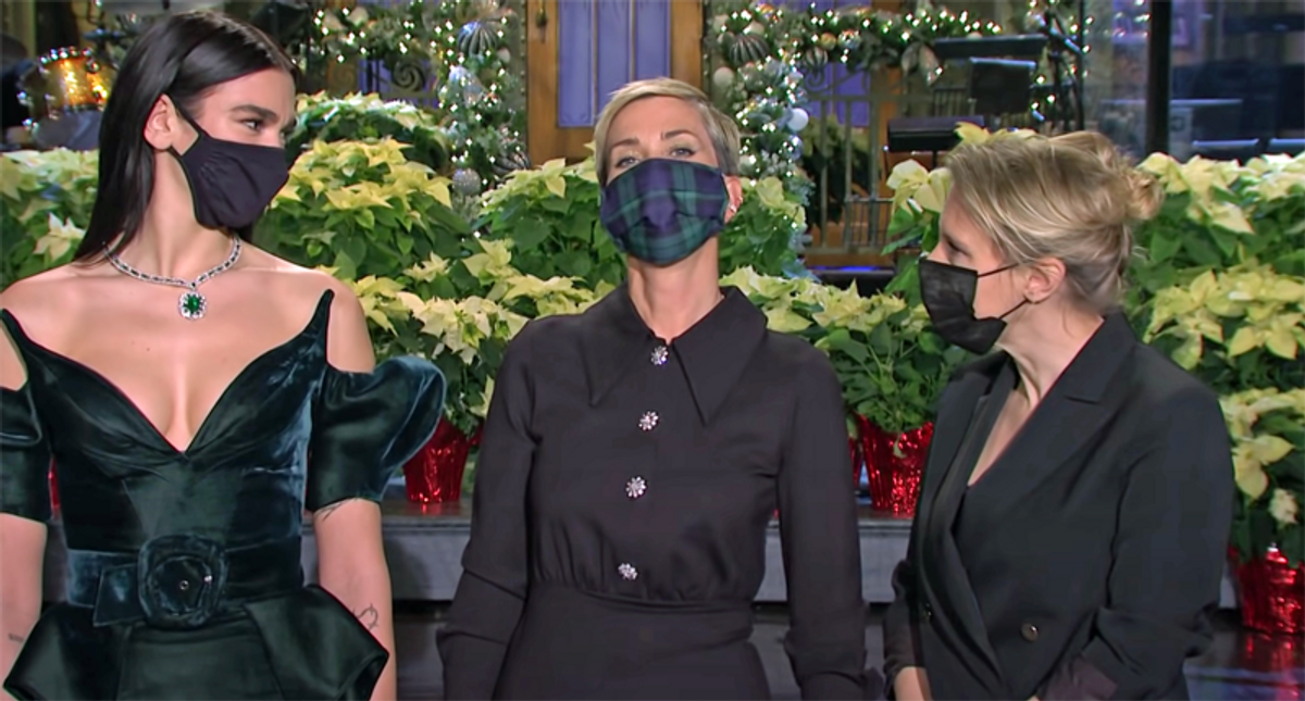 Kristin Wiig returns home to 'SNL' for a holiday edition rife with promise and peril