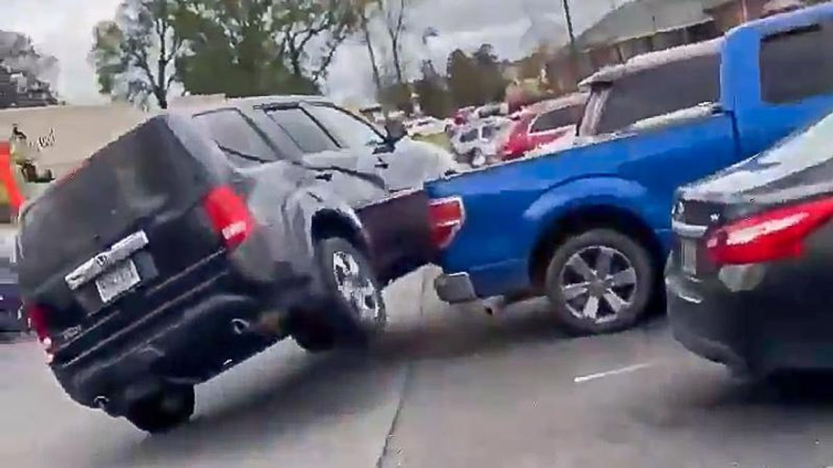 White man's attempt to 'hit and run' Black woman fails spectacularly when he crashes into second car