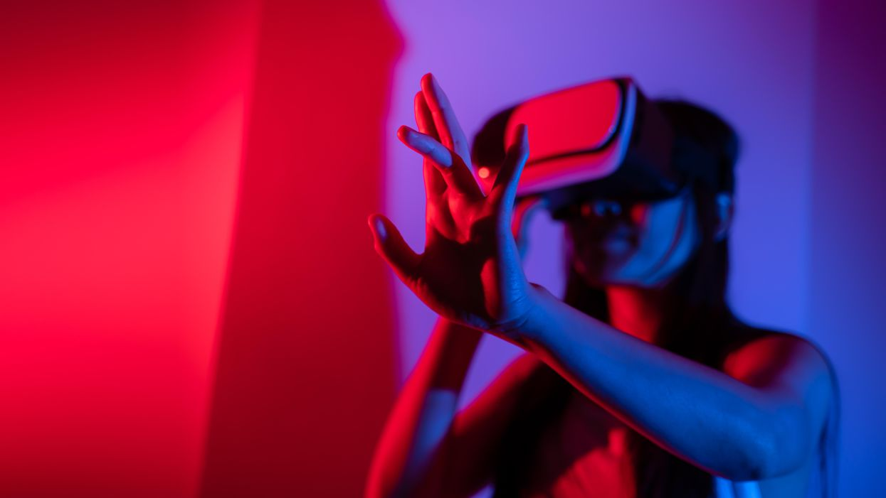 Getting opposite-sex body in VR study caused gender identity shifts