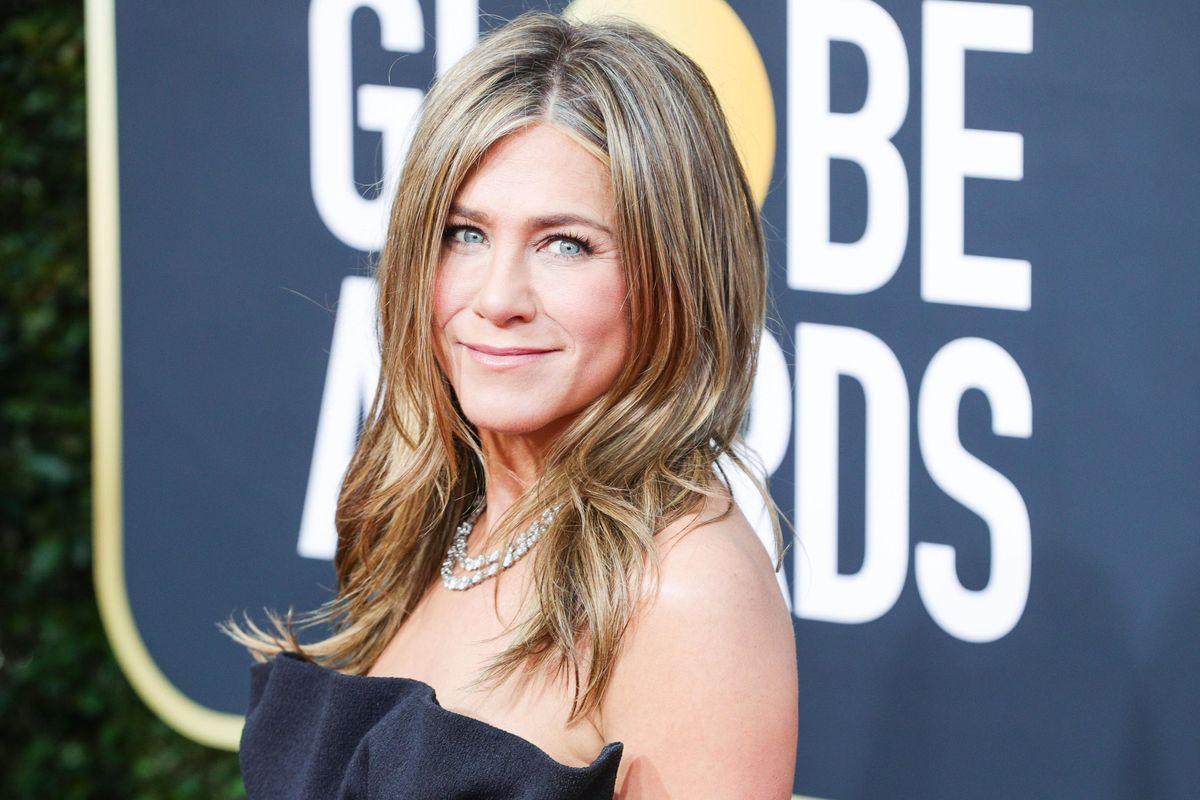 Jennifer Aniston Gets Backlash Over Christmas Ornament
