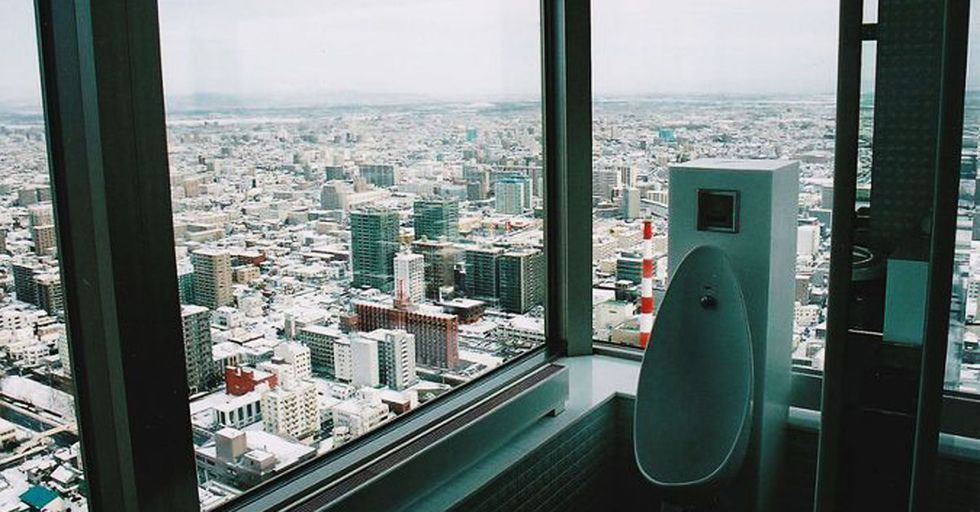 30 Stunning Views From Toilets That Are ANYTHING But Crappy