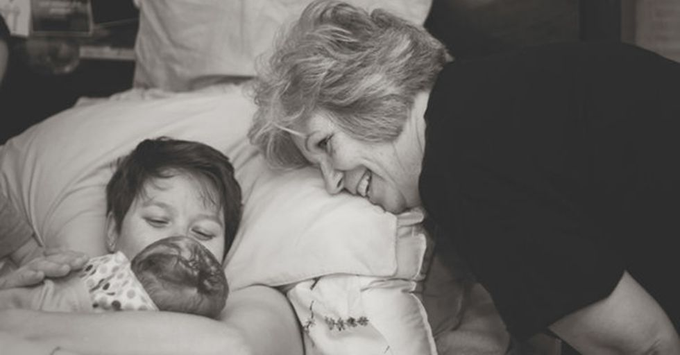 These Pictures of Mothers Helping Their Daughters Give Birth Are Both Poignant and Beautiful