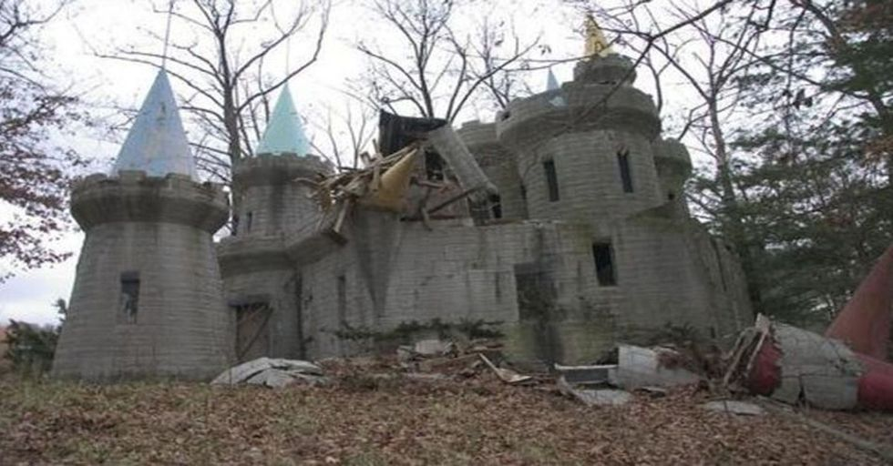 This Creepy Abandoned Amusement Park Will Completely Freak You Out!