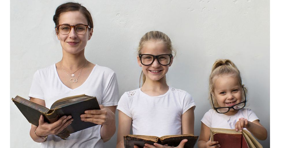 This Mom and Her Daughters Dress IDENTICALLY To Create the Most Adorable Portraits You've Ever Seen