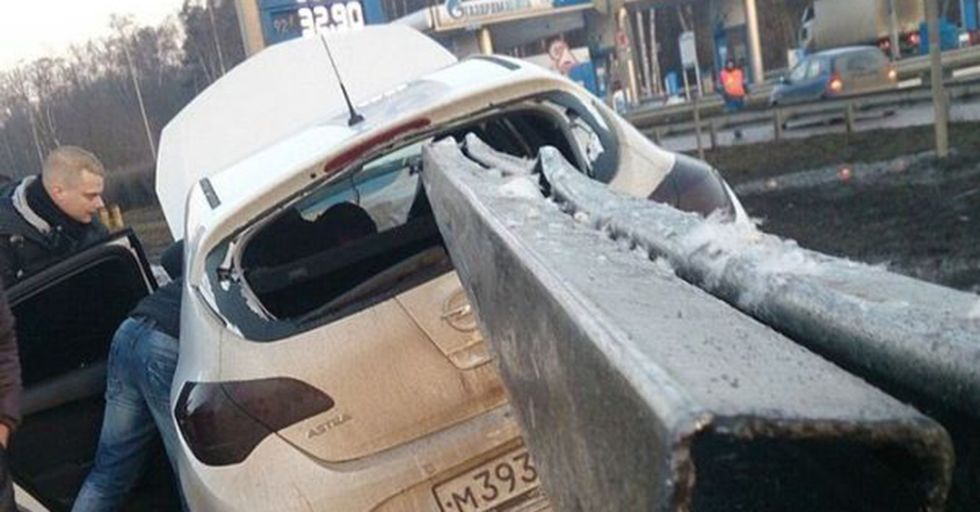 17 Photos of People Lucky Enough To Avoid Close Calls With Death
