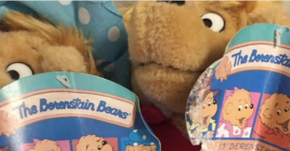 Is it 'Berenstain' or 'Berenstein' Bears? This Photo Will Make You Question Everything