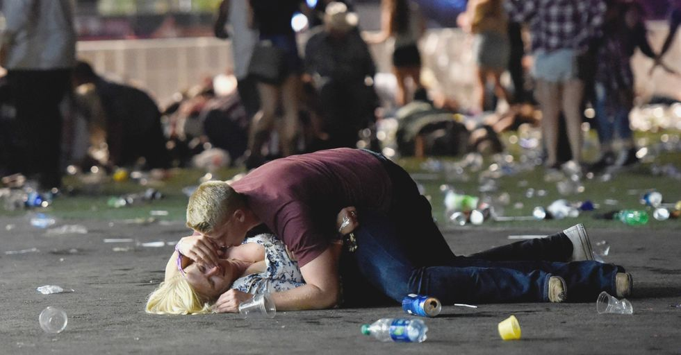 4 Things You Can Do Right Now to Help the Victims of the Las Vegas Shooting