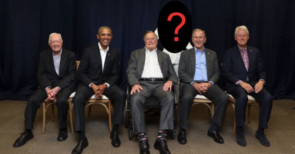 Guess Which Unlikely Celebrity Posed With the Last 5 Sitting Presidents in This Now Viral Photo