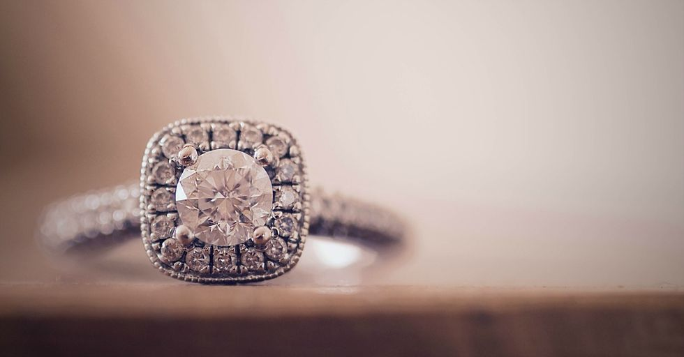 Guy Mansplains Why Women Shouldn't Wear Their Engagement Rings to Job Interviews, and It's as Bad as You Think