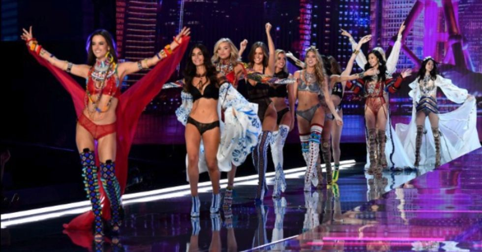 This Victoria's Secret Model Broke Down in Tears After Something Awful Thing Happened on the Runway