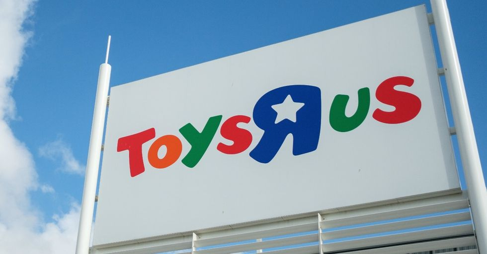 We're in Tears Over the Incredible Story of This Man Who Just Spent $10,000 at a New Jersey Toys R Us Store