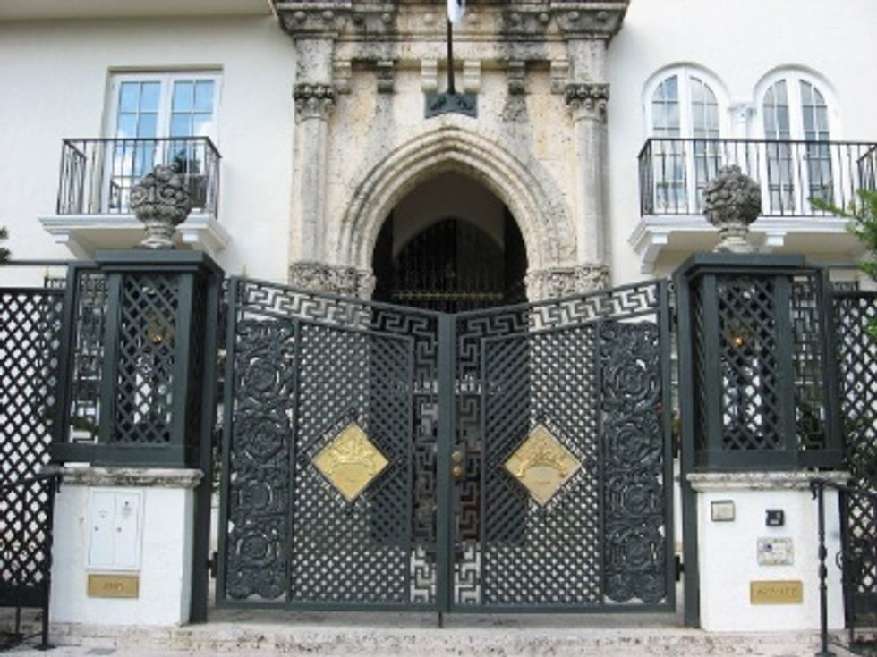 Eight Items or Less: Versace Mansion Open for Tours, Luxury Train to Atlantic City and Scrabble's 60th Anniversary