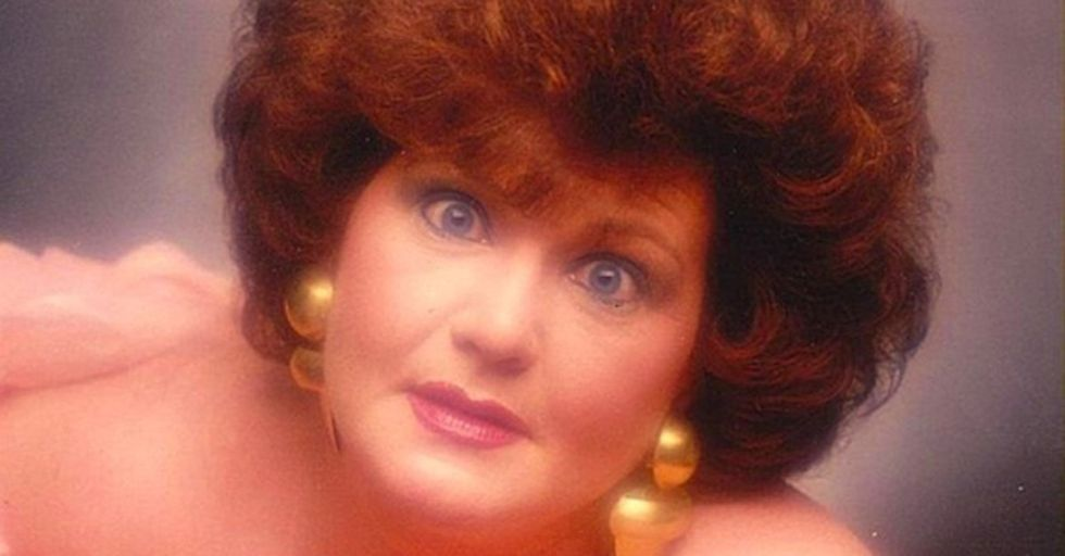 35 Awesomely Awkward Glamour Shots That Cannot Be Unseen