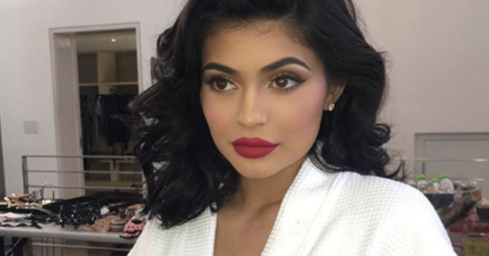 Kylie Jenner Reveals Her Natural Short Hair After Taking out Her Extensions