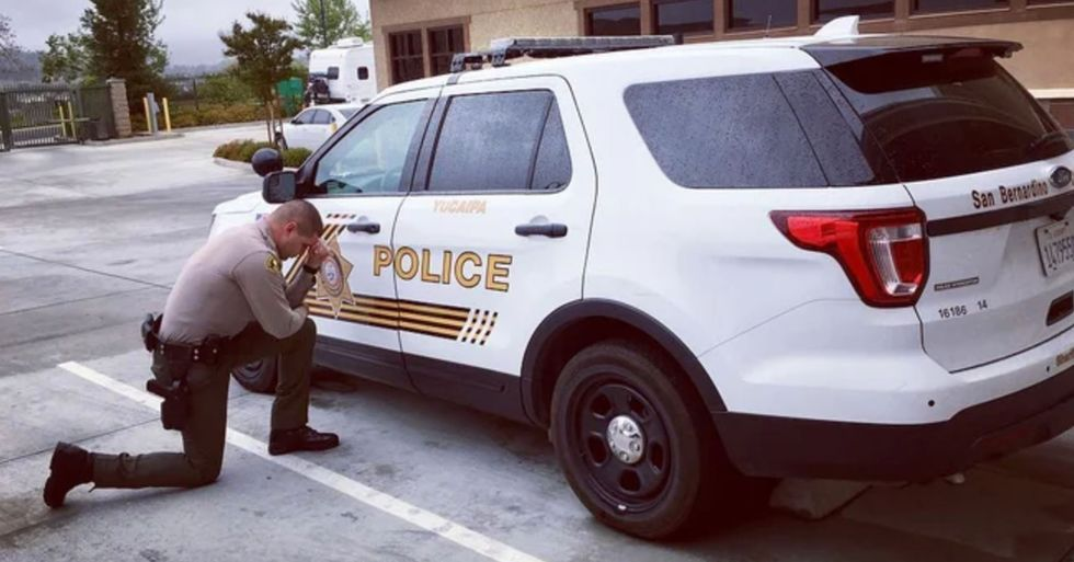Sheriff's Department Faces Backlash After Sharing Photo of Deputy Praying Before Shift