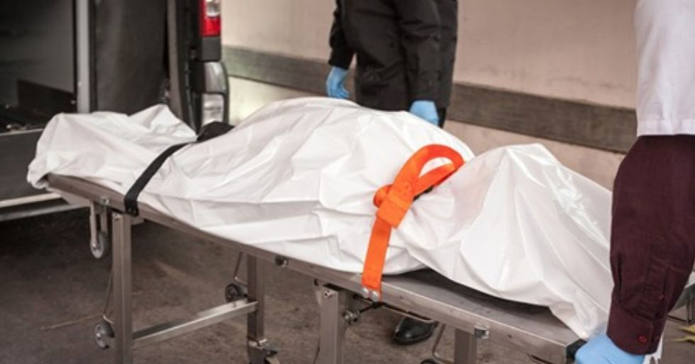 Woman Wakes up in Body Bag After Being Pronounced Dead by Doctor