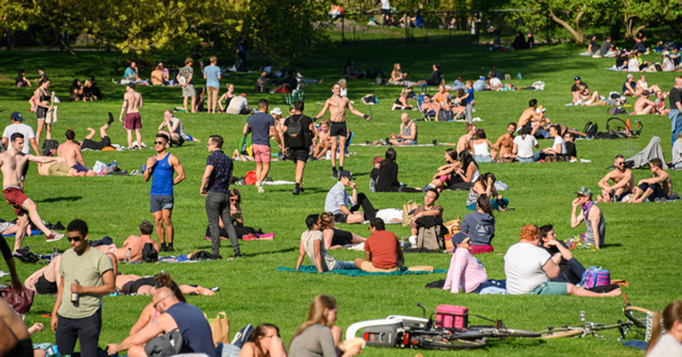 Packed New York Parks Are a 'Slap in the Face to Medics Dying on the Frontline', Doctor Says