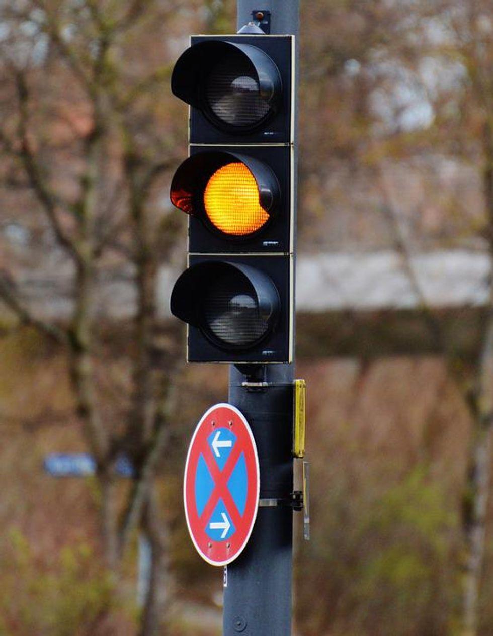 https://www.maxpixel.net/Road-Traffic-Lights-Yellow-Light-Signal-1286799