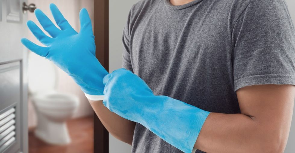 Brilliant Deep Cleaning Hacks To Help You Clean Every Inch Of Your Dirty Bathroom