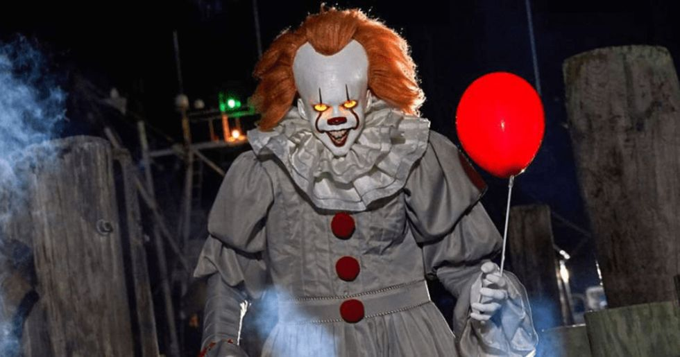 You Can Now Buy A 6'5″ Animatronic Pennywise For Halloween