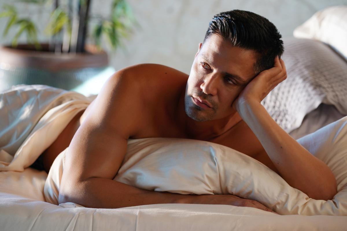 Shirtless Thomas Magnum lying in bed