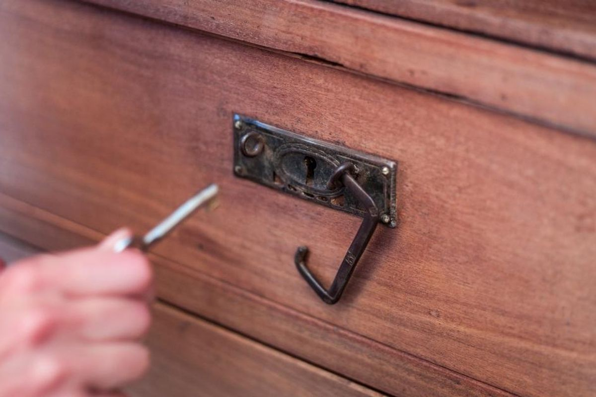 Teen Ignites Firestorm After Hiding Condoms In Her Locked Drawers To Catch Her Mom Snooping