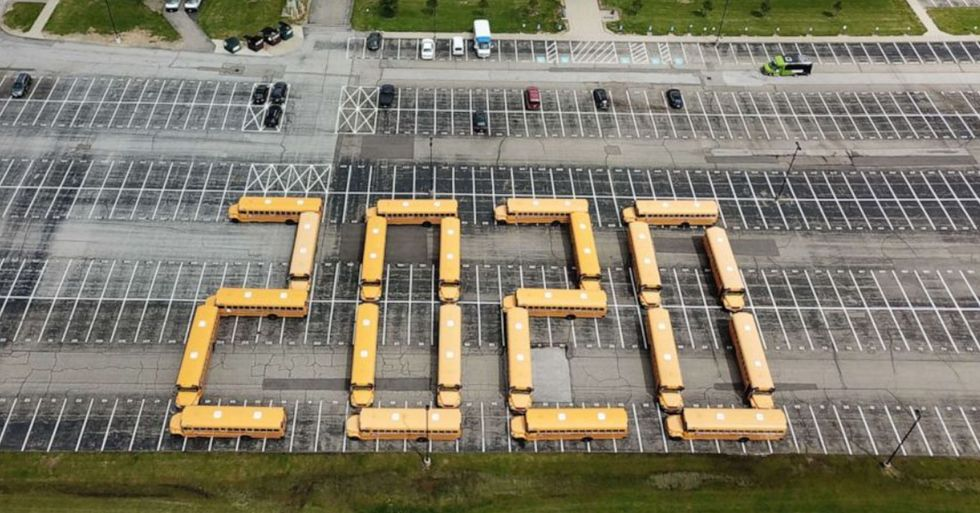 School Bus Drivers Pay a Touching Tribute to Their Graduating Seniors