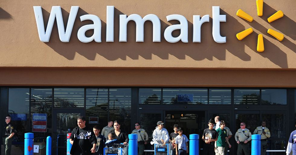Walmart Will Close on Thanksgiving and Give $428 Million in Bonuses to Employees