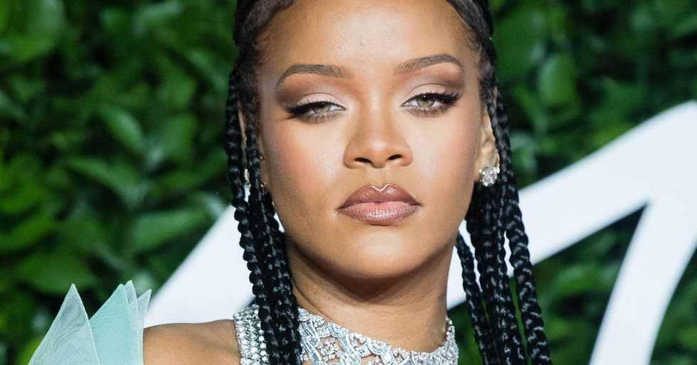 Rihanna Fans in Shock as the Star Debuts Make-Up Free Look
