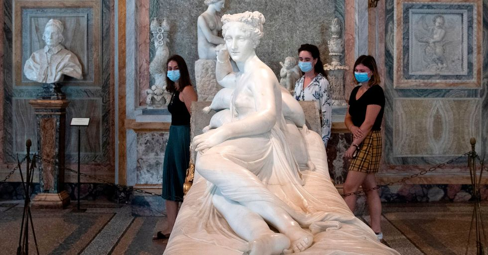 Tourist Breaks Toe off 200-Year-Old Italian Sculpture While Posing for Photograph
