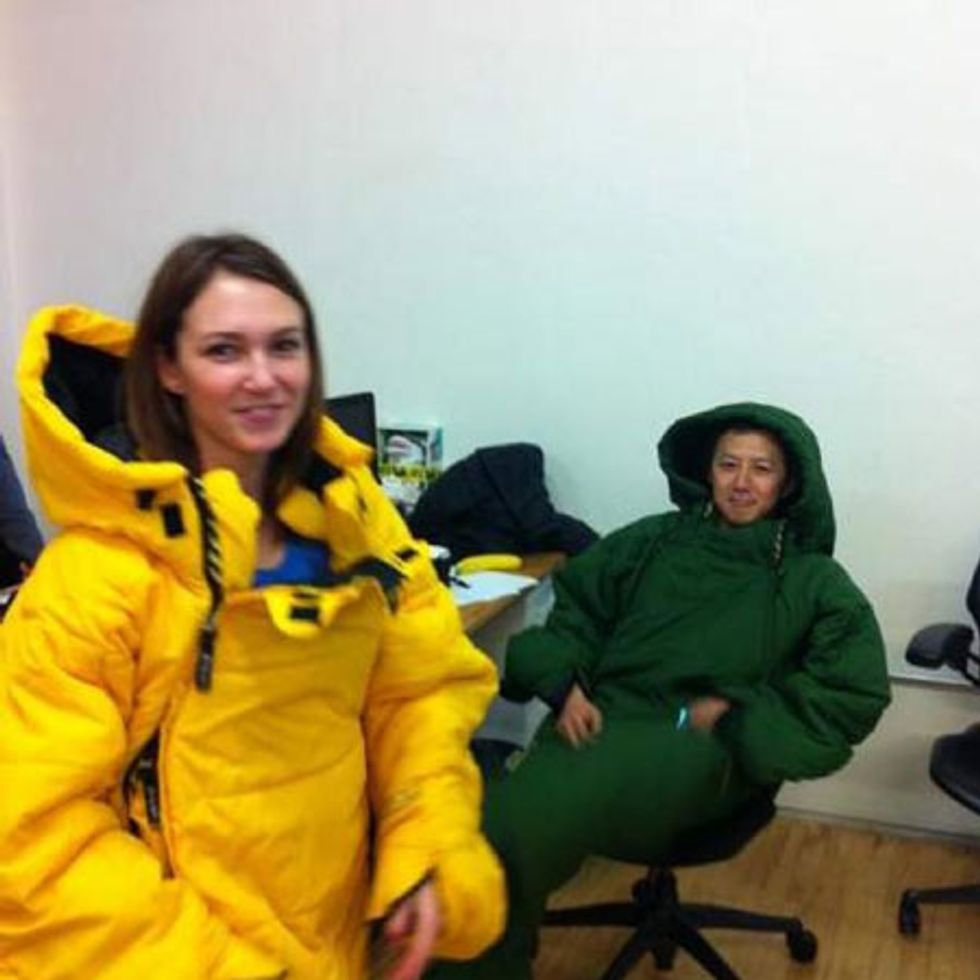 Sleeping Bags and Bathtub Desks: lnside the Headquarters of New Photo-Sharing App, Color