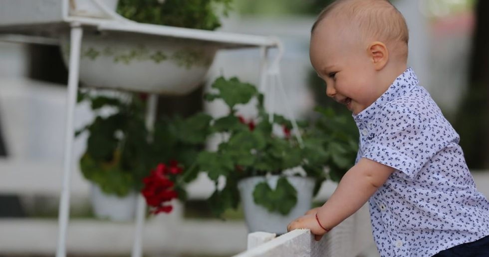 Neighbor Demands Mom Only Lets Toddler Out for 15 Minutes a Day as He Upsets the Dogs