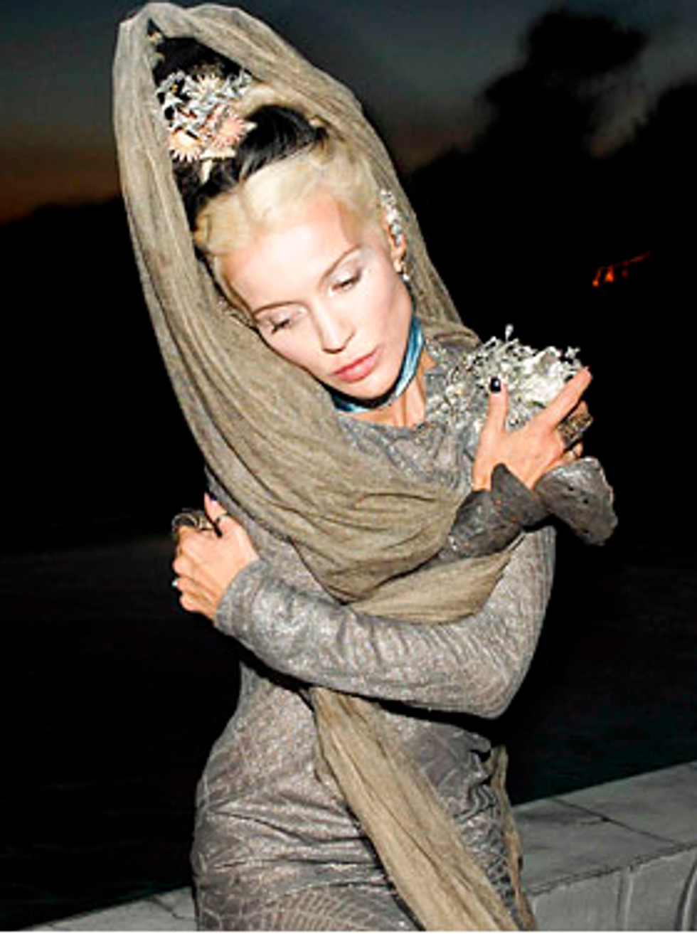 Mary-Kate & Ashley to Launch Website + Daphne Guinness to Get Ready for Met Ball in Barneys' Windows in Today's Style Scraps