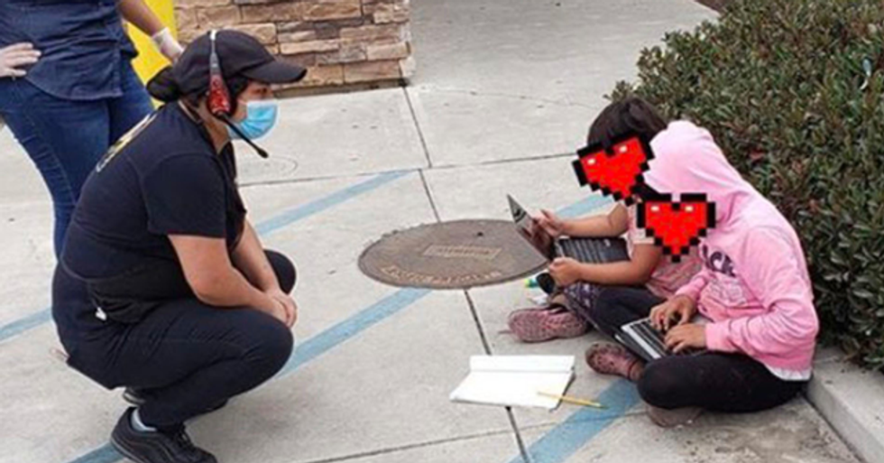 Heartbreaking Photo of Children Using Taco Bell's Wi-Fi To Do Their Homework Goes Viral