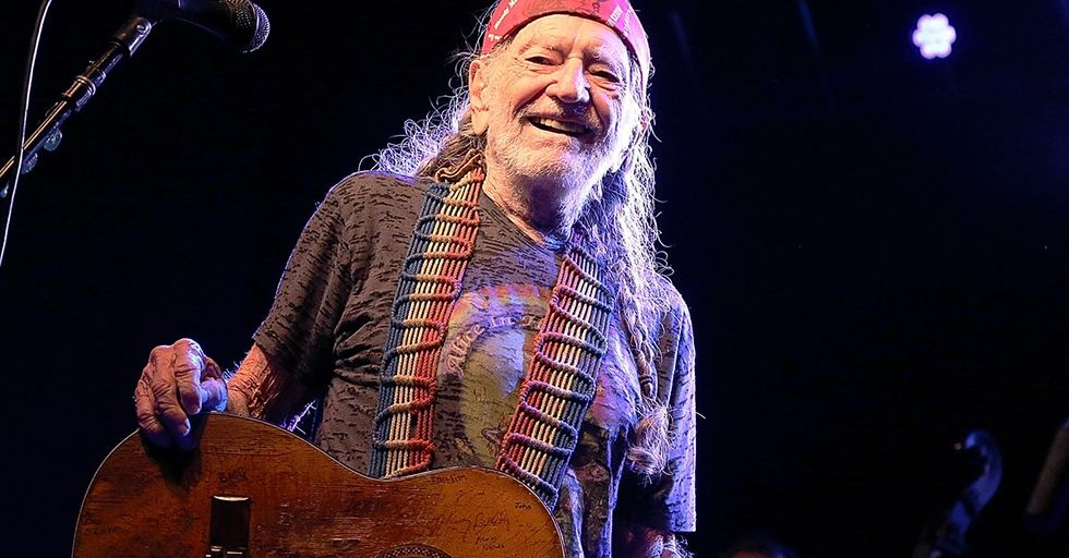 Willie Nelson Rescues 70 Horses and Keeps Them on His Ranch
